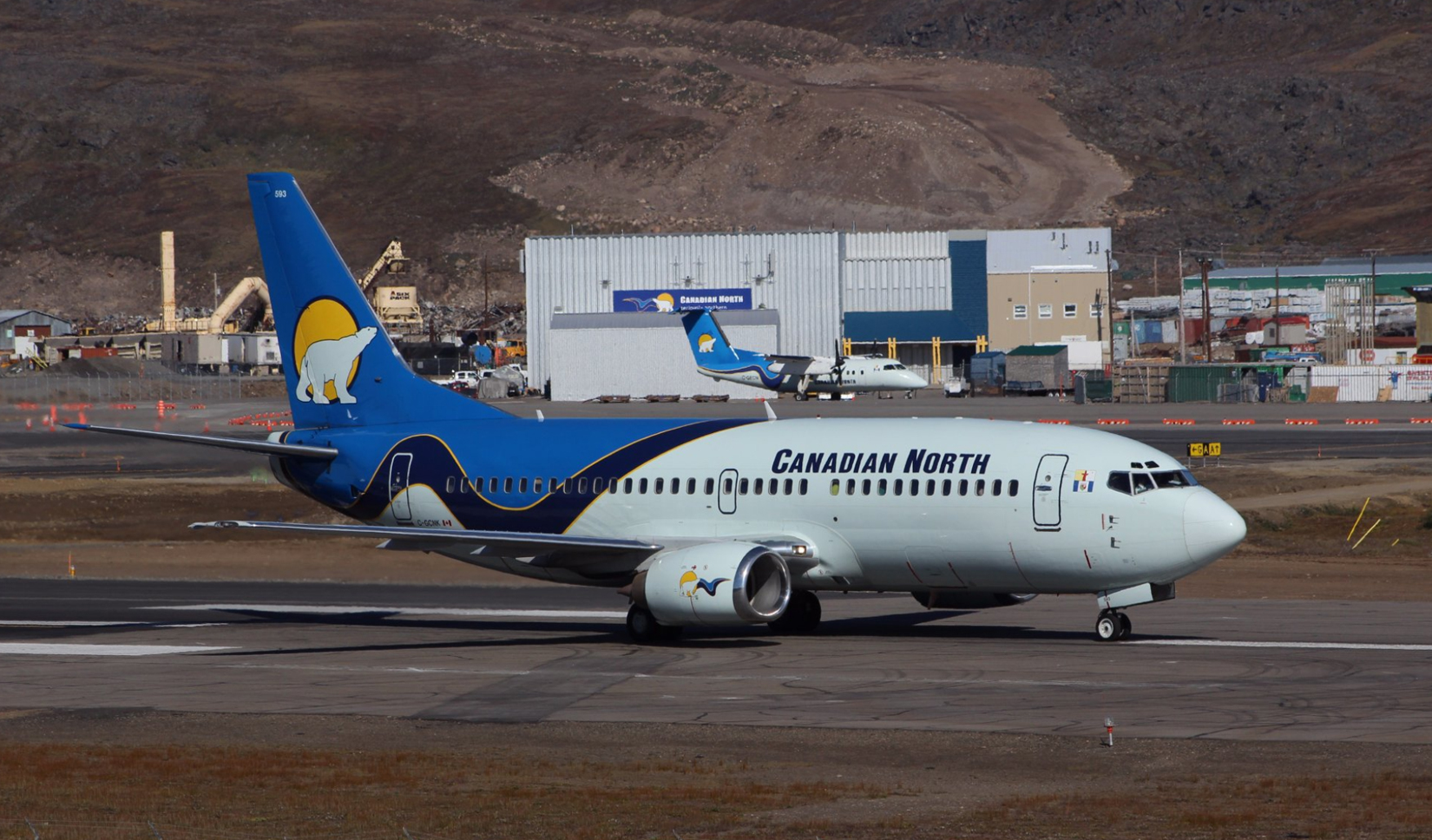 Canadian North Boeing 737-300