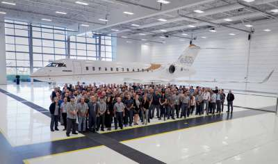 Bombardier team in front of the Global 6500