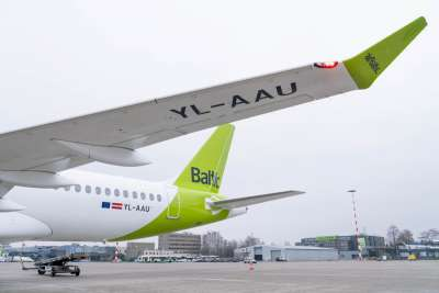 airBaltic CS300 wing