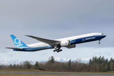 Boeing 777X take-off